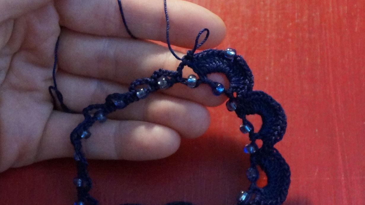 Kette mit eingehäkelten Perlen (26)