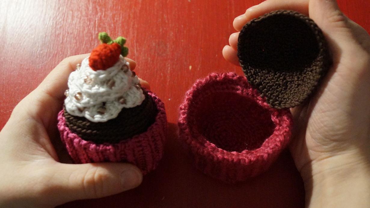 2014-12-01 22.04.18_Cupcake_Geschenkdose gehäkelt